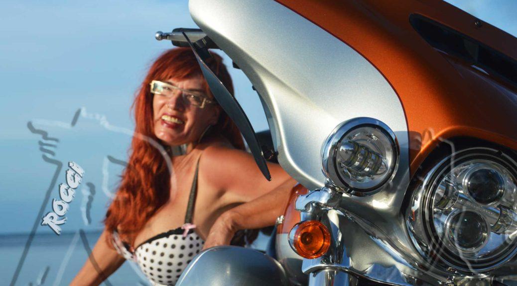 Babette Model und Harley Davidson